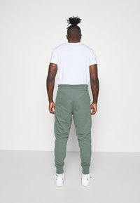 Calvin Klein Jeans - MICRO BRANDING PANT - Pantaloni sportivi - duck green - 2