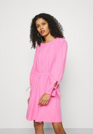 CARLEY - Vapaa-ajan mekko - cosmo pink