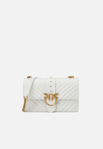 LOVE CLASSIC ICON - Across body bag - white