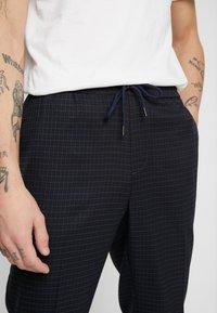 New Look - CROP GRID COX - Pantalones - navy - 5