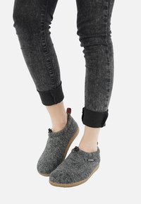 Giesswein - VENT - Slip-ons - anthracite - 0