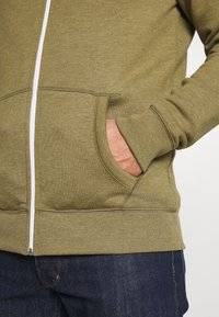 Tommy Jeans - ZIPTHROUGH - Zip-up hoodie - uniform olive - 3