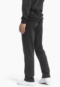 Puma - ESSENTIALS - Pantalon de survêtement - black - 2