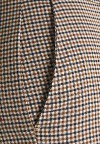 Vero Moda Petite - VMJANE AYA CHECK PANT - Trousers - black/emperador - 2