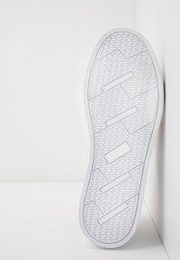 Versace Jeans Couture - CAP SOLE - Trainers - bianco ottico - 6