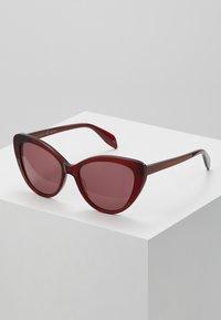 Alexander McQueen - Sunglasses - red - 0