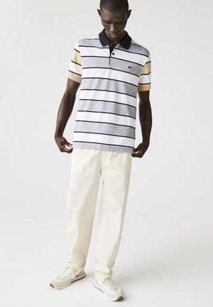 Poloshirt - heidekraut grau / weiß / beige / schwarz