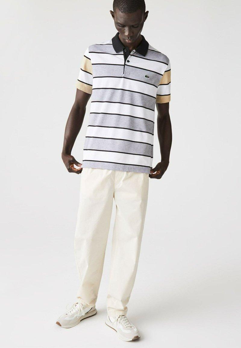 Lacoste - Polo shirt - heidekraut grau / weiß / beige / schwarz