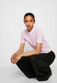 3.1 Phillip Lim - MOCK NECK - Print T-shirt - lavender - 5