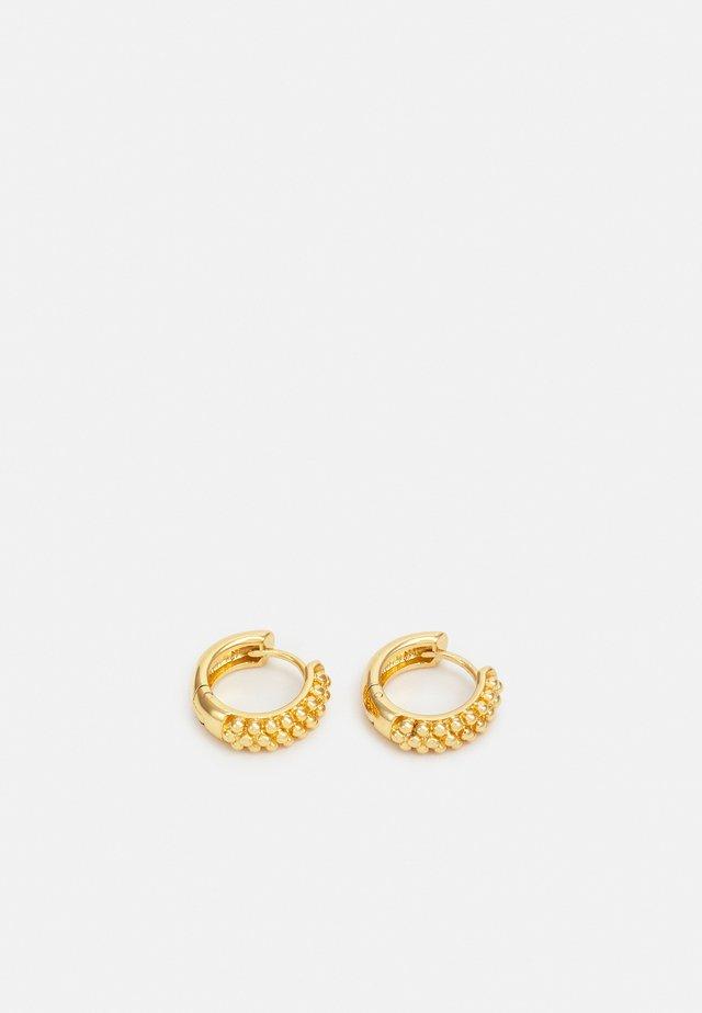 BEADED HUGGIE HOOPS - Orecchini - gold-coloured