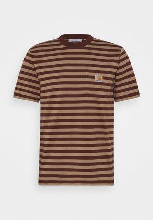 SCOTTY POCKET  - T-shirt med print - tanami