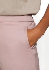 ONLY - ONLPOPTRASH LIFE STRIKE PANT - Trousers - pale mauve - 3