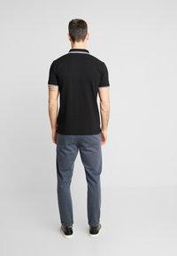 Lindbergh - CONTRAST PIPING - Polo shirt - black - 2