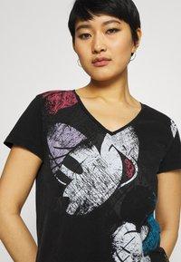Desigual - MINNIE - T-shirt z nadrukiem - black - 4