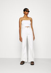 NA-KD - WIDE LEG - Relaxed fit jeans - ecru - 1