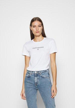 ROUND TEE - T-shirt med print - white