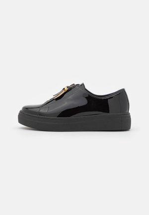 NEEMA - Sneakersy niskie - noir