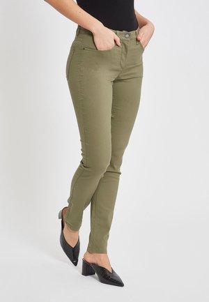 IM SLIM-FIT-SCHNITT - Slim fit jeans - khaki