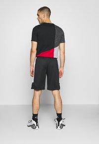 Jordan - AIR DRY SHORT - Sportovní kraťasy - black/white - 2