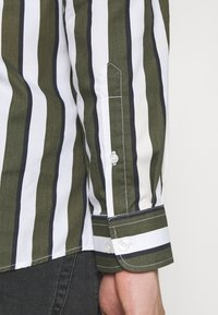 Only & Sons - ONSSANE STRIPED SLIM FIT - Shirt - olive night - 6