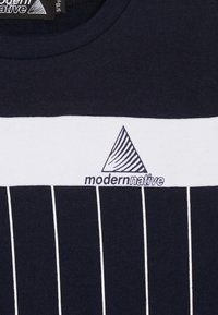 Modern Native - COLOUR BLOCK WITH SCREEN PRINTED STRIPES - Mikina - blue - 4