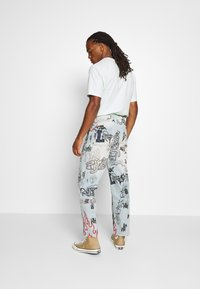 Jaded London - SCRIBBLE GRAFFITI SKATE JEANS - Džíny Relaxed Fit - blue - 2