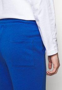 Holzweiler - HANGER TROUSERS - Pantaloni sportivi - blue - 4