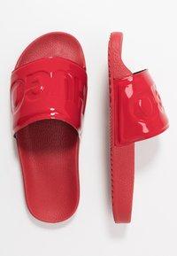 HUGO - TIME OUT SLIDE - Pantofle - red - 3