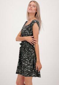 alife & kickin - SCARLETTAK - Jersey dress - steal - 3