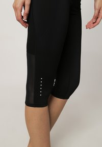 Nike Performance - TECH CAPRIS - Collants - black/reflective silver - 5