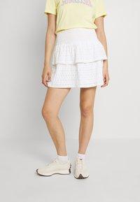 Pieces - PCCHRISTY SMOCK SKIRT - Mini skirt - cloud dancer - 0