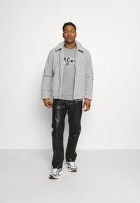 CLOSURE London - SNAKE LOGO CRENECK - Sweatshirt - grey - 1