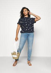 Zizzi - JCLARA EMILY JEANS - Jeans Skinny Fit - blue denim - 1