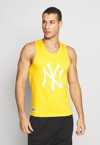 New Era - MLB SEASONAL TEAM LOGO TANK NEW YORK YANKEES - Toppi - yellow - 0