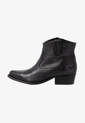 WEST WIDE FIT - Botines camperos - lavado black