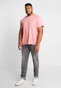 Lacoste - T-shirt basic - pink - 1