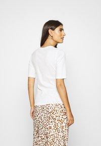 Esprit - CORE - T-shirt basic - off white - 2