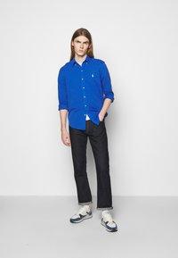 Polo Ralph Lauren - FEATHERWEIGHT MESH SHIRT - Chemise - dockside blue - 1