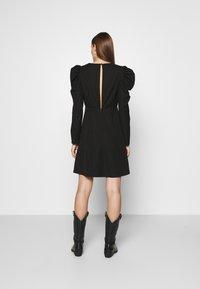 Selected Femme - SLFPRETTY DRESS  - Denní šaty - black - 2