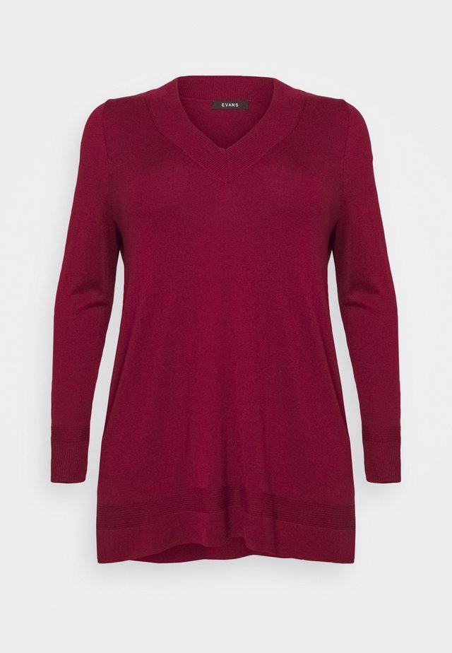 BERRY V NECK JUMPER - Stickad tröja - berry