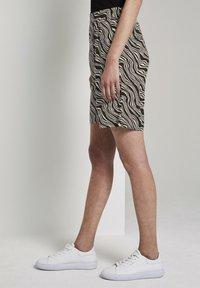 TOM TAILOR - Shorts - black wavy design - 3
