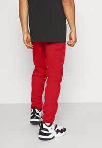 Jordan - AIR THERMA PANT - Trainingsbroek - gym red/black - 2