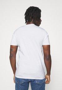 Ellesse - FILIP - T-shirt z nadrukiem - white - 2