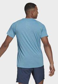 adidas Performance - SUPERNOVA PRIMEGREEN RUNNING SHORT SLEEVE TEE - T-shirt - bas - blue - 1