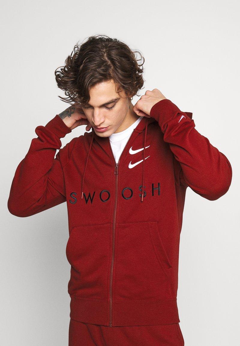 Nike Sportswear - HOODIE - Mikina na zip - team red