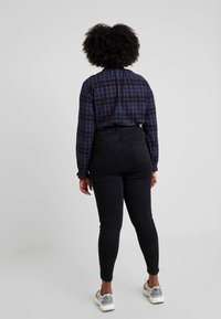 New Look Curves - HALLIE DISCO - Skinny džíny - washed black - 2