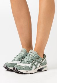 ASICS SportStyle - GEL-1090 - Baskets basses - birch/slate grey - 3