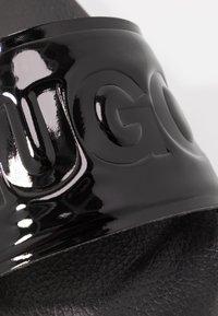 HUGO - TIME OUT SLIDE - Pantofle - black - 2