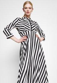 YAS - YASSAVANNA LONG DRESS - Maksimekko - black/ white stripes - 3