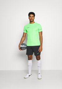 Nike Performance - ACADEMY SHORT - Träningsshorts - black/green strike - 1